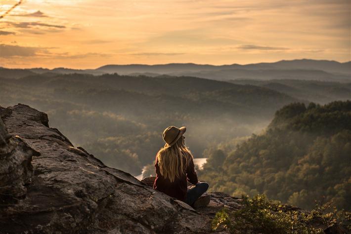 Weg von Menschenmassen, Billigreisen und Overtourism, hin zu Qualität, Nachhaltigkeit und Klimaschutz - TourCert setzt sich für eine nachhaltige Entwicklung des Tourismus ein. © stocksnap, pixabay