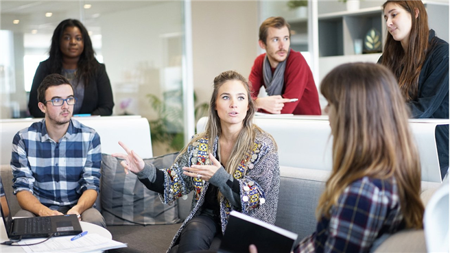 Telefonica Deutschland / O2 setzt auf langfristige Beschäftigungsfähigkeit aller Mitarbeitenden durch den Ausbau digitaler Kompetenzen. © Pixabay User Free-Photos | CC0 1.0, Ausschnitt bearbeitet