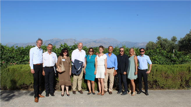 Vertreter der Local Food Experts, blueContec, TUI Care Foundation und Futouris auf dem Weingut Lyrarakis Wines auf Kreta. © Futouris e.V.