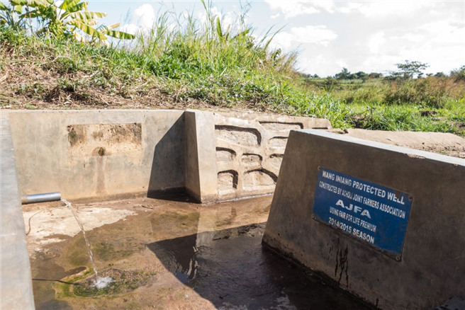 Brunnen der Kooperative in Alero, erbaut 2014/15 von der Acholi Joint Farmers Association (AJFA). © Cotonea