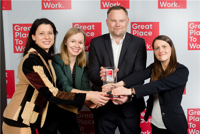 Sina Walter, Katharina Meerpohl, Markus Becker und Jennifer Riedasch (v. l. n. r.) nahmen den Award am 14. Februar 2019 in den Berliner Design Offices am Humboldthafen entgegen. © Great To Work