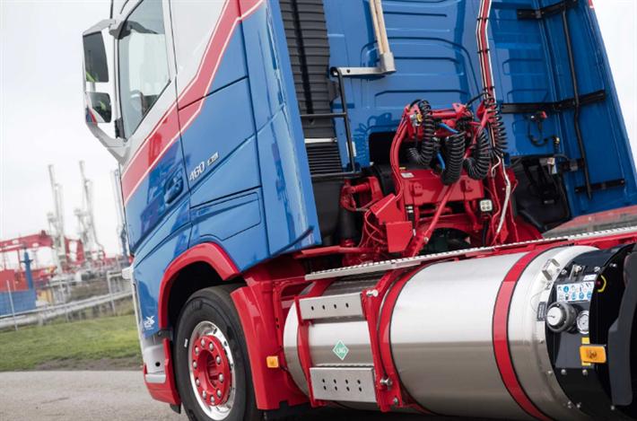 Die Firma F. A. Kruse aus Brunsbüttel hat gute Erfahrungen mit ihren sieben LNG (Liquid Natural Gas)-Lkw gemacht. Foto: Spedition F. S. Kruse